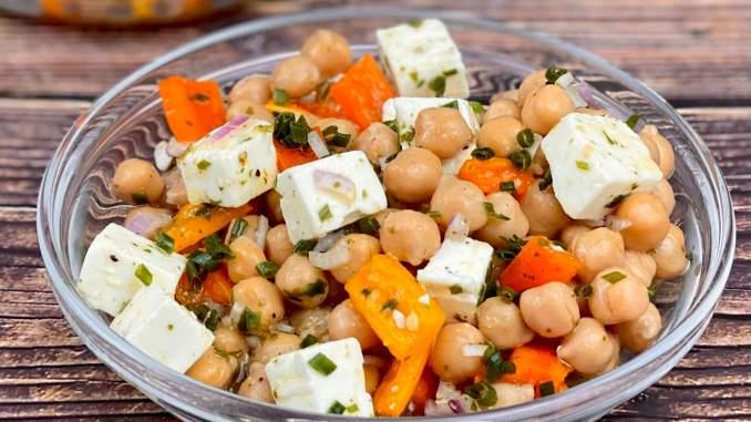Paprika Kichererbsen Feta Salat