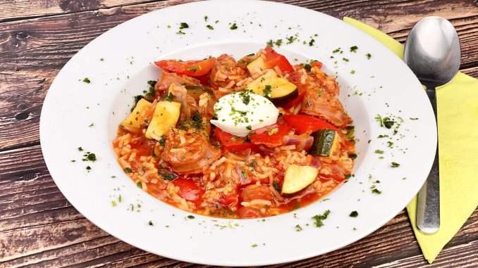 Chorizo Reispfanne mit Paprika und Zucchini
