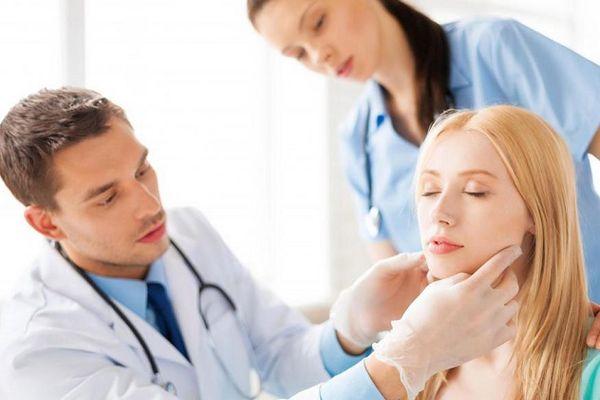 Как проявляется наличие камня в слюнной железе: когда нужна операция? Камень в слюнной железе последствия Камни в слюнных протоках лечение народными средствами
