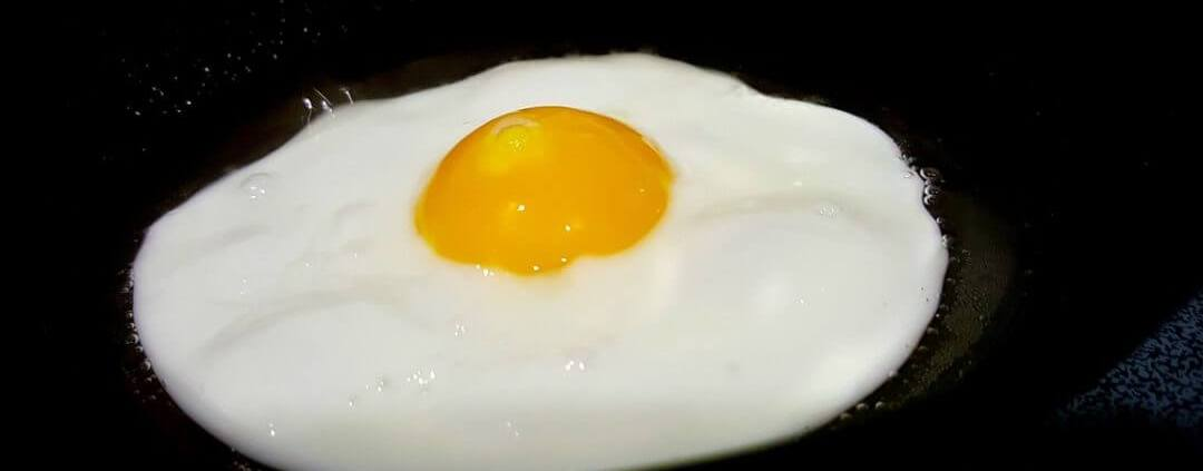 Eiweißreiches Frühstück in der Low Carb Ernährung, Spiegelei