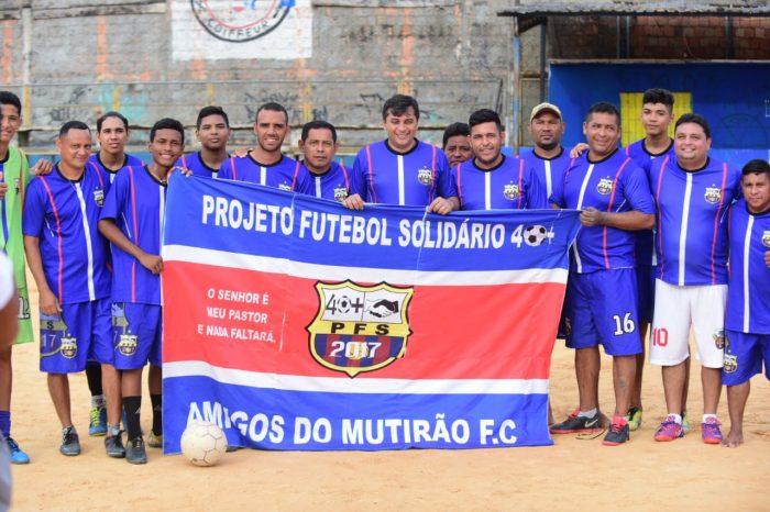 Wilson Lima visitou o campo da Liga Desportiva do bairro Amazonino Mendes (Lidam)