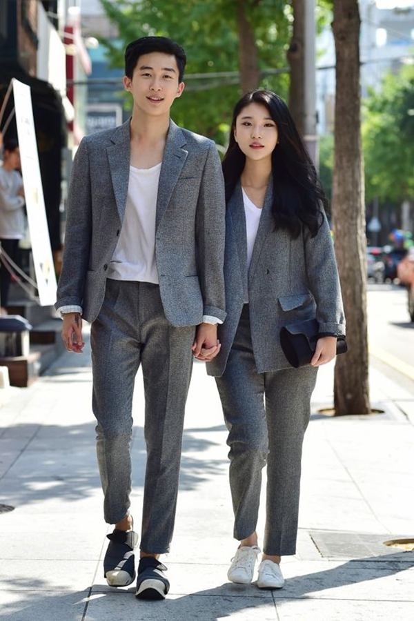 Cute Korean Couple Pictures Holding Hands