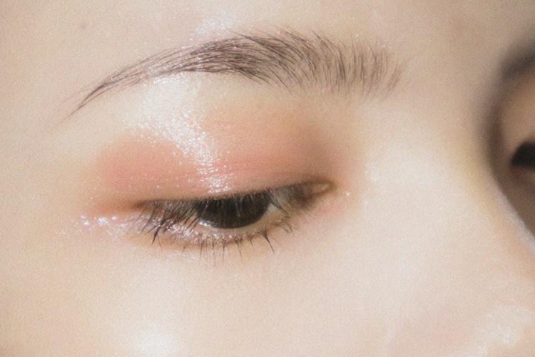 double eyelid surgery cutting