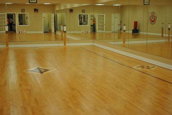 This is what the Studio looks like before the Zumba Invasion. Gorgeous, non? ;)
