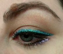 How to apply glitter on the eyes
