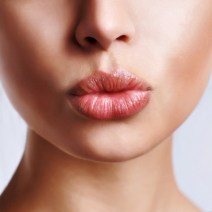Home remedies to treat chapped lips 01