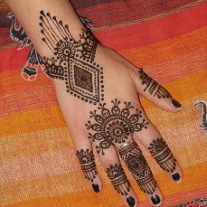 mehndi design for the summer bride 16