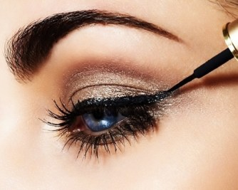 How to apply liquid eyeliner 03