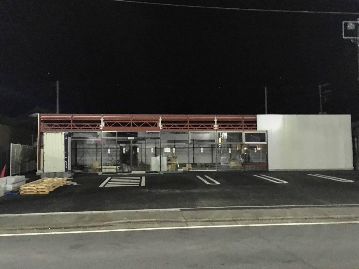 5月に閉店したインテリア「オカザキ:逗子店」の跡地に着々と建設が進む建物の正体は?