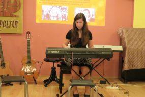 Katarína Blahutová - keyboard