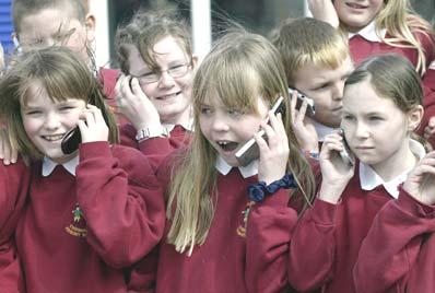 children-using-cell-phone