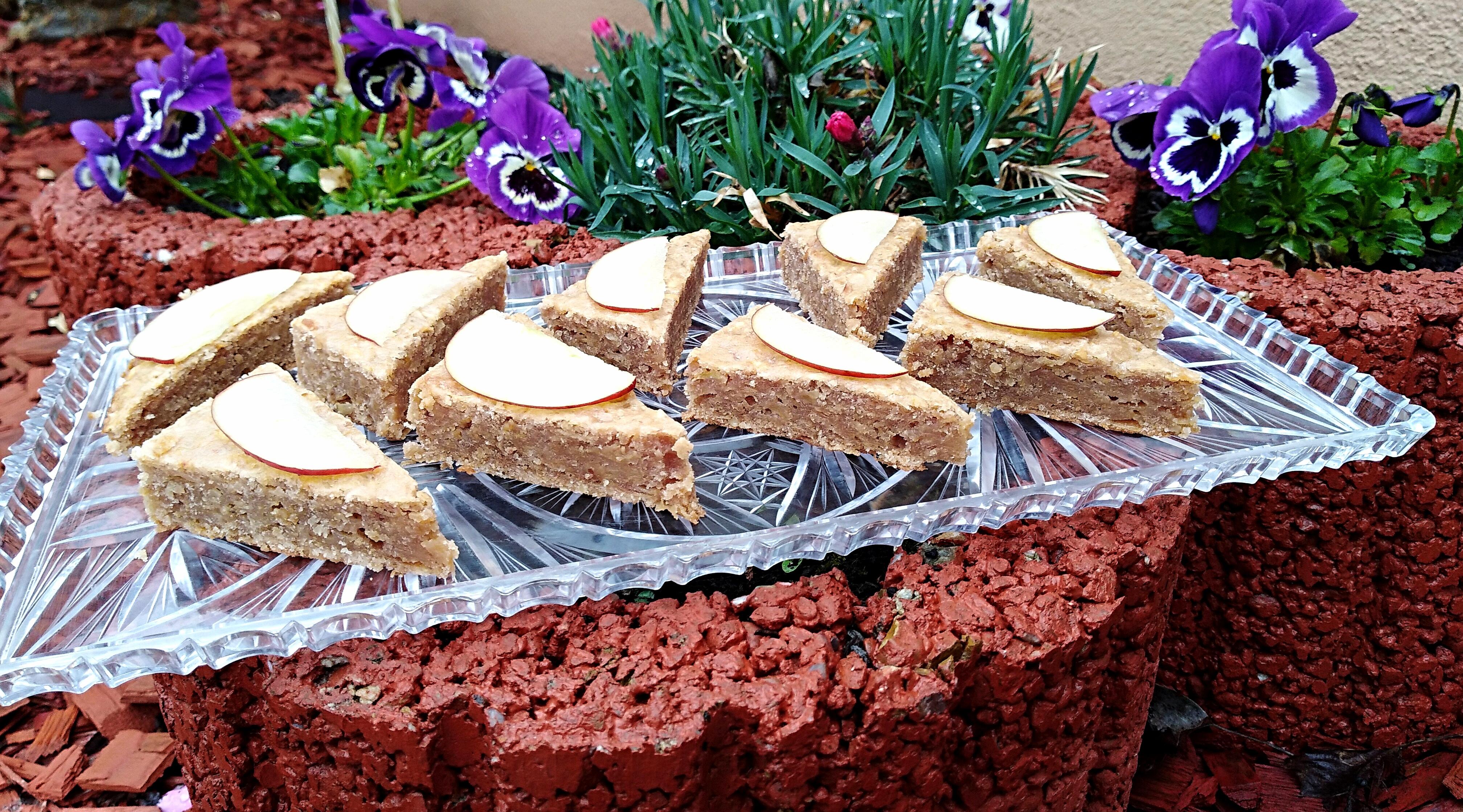 Jablkovo-orechový koláč