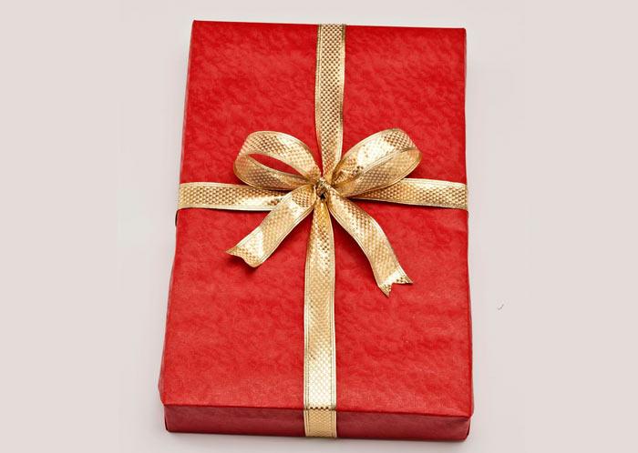 ในภาพที่ปรากฎ - วิธีการบรรจุของขวัญข้าว ธนูของเทป