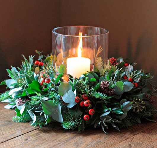 The photo shows - DIY Christmas decorations, fig. Wreath with candle