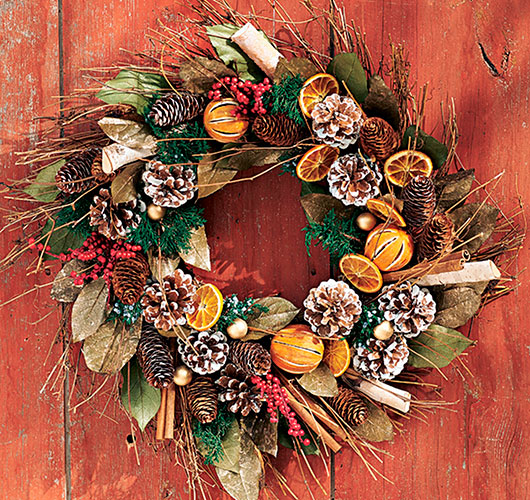 The photo shows - DIY Christmas decorations, fig. Fruit wreath