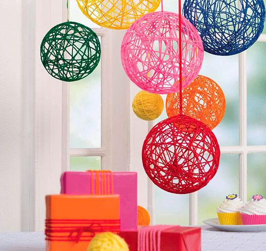 Фото-шоулар - ерекше декор: жіптер, күріш шарлары. Туған күн декоры