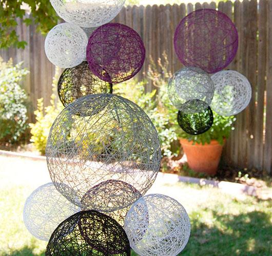 На фото изображено - Необычный декор: шары из нитей, рис. Декор на свадьбу