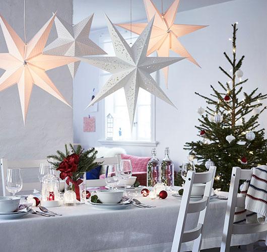 ستاره در درخت کریسمس با دست خود را