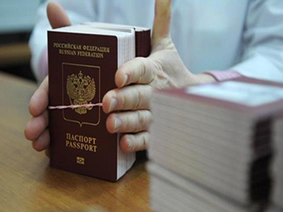 Сотрудники миграционной службы будут оказывать госуслугу по оформлению биометрического загранпаспорта в одном из МФЦ