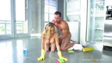 تنظيف المنزل مع أم صديقي الشرموطة سكس ميلفات مترجم
