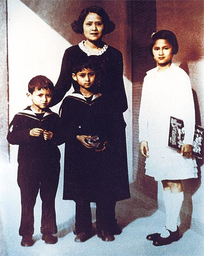 the-princess-mother-with-her-three-young-children-l-r-bhumibol-adulyadej-ananda-mahidol-and-princess-galyani-vadhana