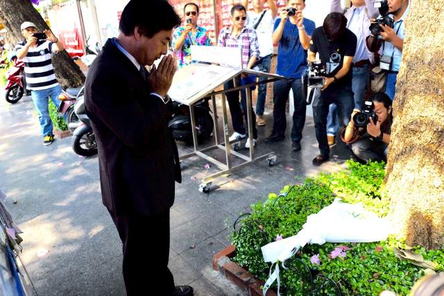 """April 10, 2015: Osamu Isawa, charge d'affairs of the Japanese Embassy in Bangkok, lay flowers on the spot where the Japanese reporter Hiroyuki Muramoto was shot dead in 2010. He said """"The Japanese government is still waiting for the result of the investigation into the reporter's death"""". Keep on waiting """"Welcome to Thailand Injustice""""."""