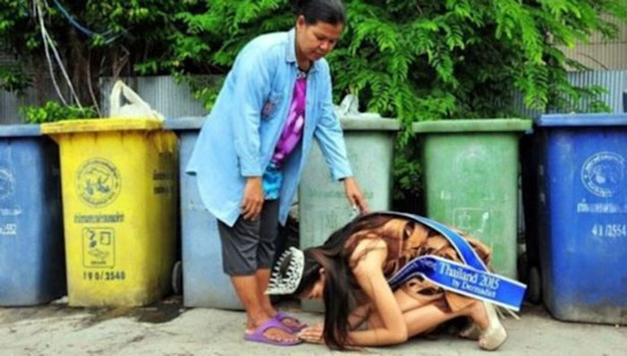 Khanittha-Phasaeng-at-the-feet-of-her-mother-makes-a-very-moving-image