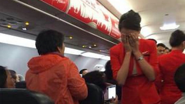 chinese-couple-forced-a-plane-to-turn-back-when-they-allegedly-attacked-a-flight-attendant-with-scalding-hot-water-then-threatened-to-blow-up-the-plane