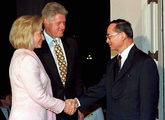25 November 1996: King Bhumibol Adulyadej shakes hands with US First Lady Hillary Rodham Clinton as President Bill Clinton looks on during their meeting at Chitrlada Palace in Bangkok