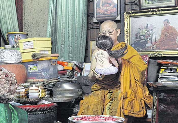 phra-winai-thitabhanyo-openly-admits-to-performing-special-rituals-to-bless-luk-thep-dolls-but-he-has-since-been-asked-to-stop-for-risk-of-damaging- (1).jpg