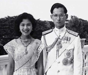queen-sirikit-and-king-bhumibol-on-their-wedding-day