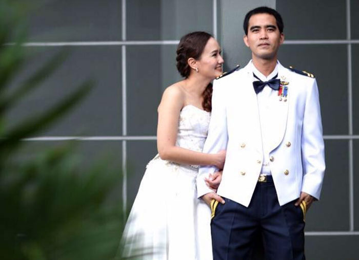 squadron-leader-dilokrit-pattawee-poses-with-his-bride-in-a-sept-4-2015-Karma has no mercy