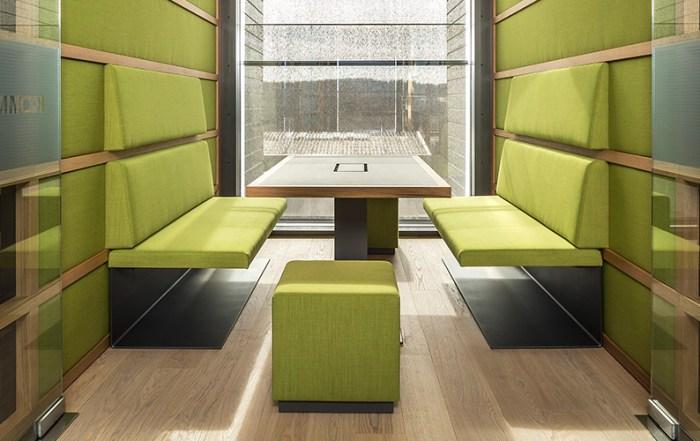 Architekturfotografie Sitzecke Bürogebäude