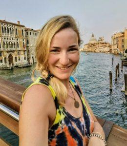 Happy am Ziel in Venedig