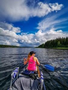 Kanutour Schweden: Andrea beim Paddeln