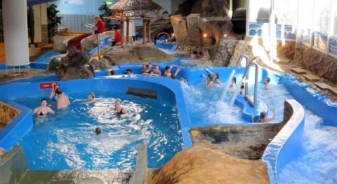 De Zwembad Bassins Van Subtropisch Zwembad Mosaqua In Gulpen Worden Weer Gevuld Met Water Het Duurt Ongeveer Een Maand Voor Het Water Op De Subtropische