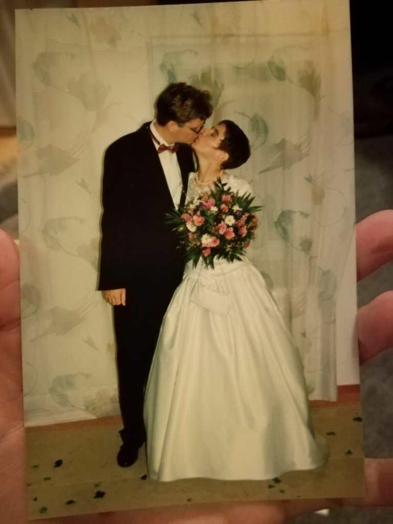 Dieses Hochzeitsfoto ist exakt 25 Jahre alt. Auf den Tag genau.