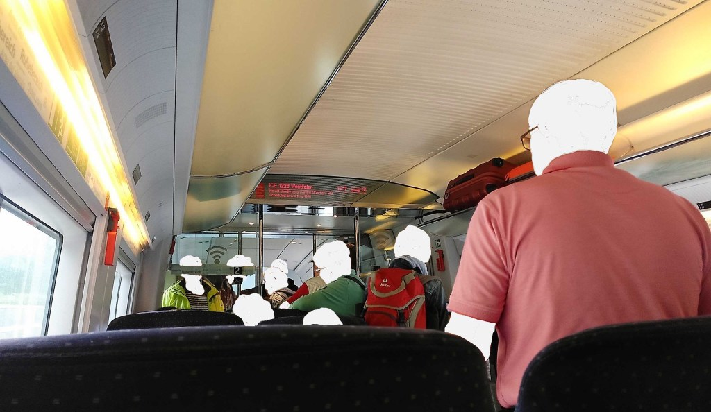 Jetzt aber voran Leute - raus aus dem Zug