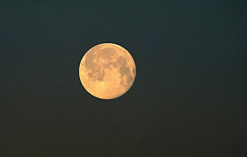 Einmal noch der Mond - in voller Pracht