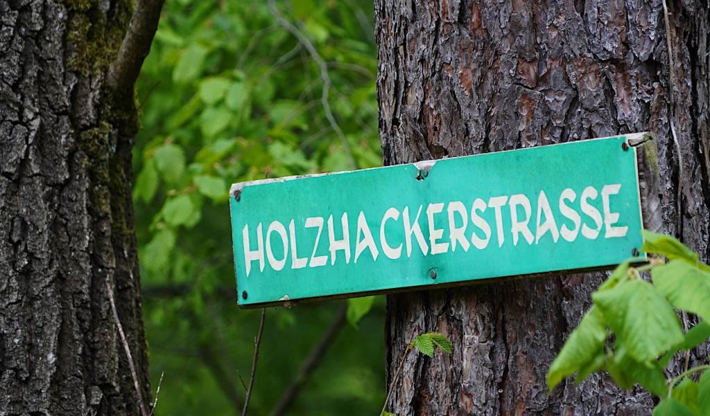 Straßenschild Holzhackerstraße