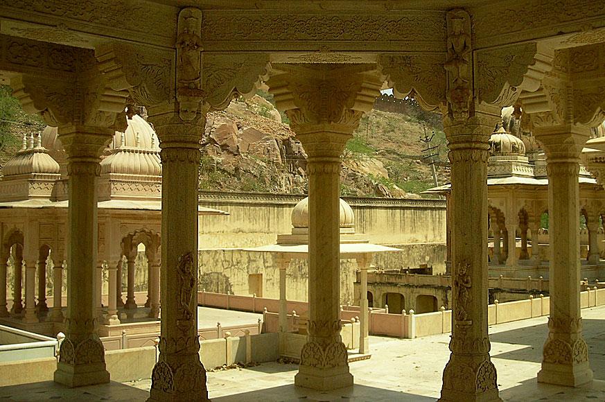 cenotafy w drodze do fort Amber