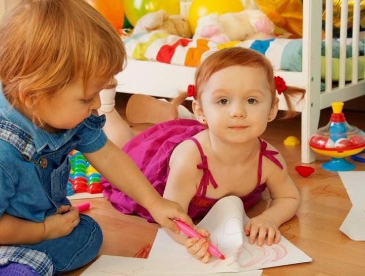 zabawa z dziećmi w malowanie