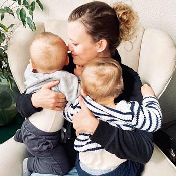 zweieiigen Zwillinge Judith und ihre Zwillingsbuben.