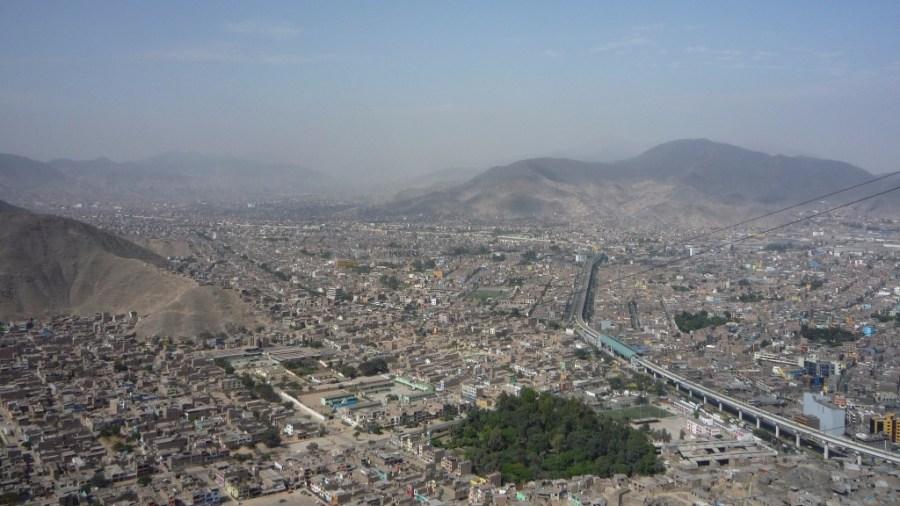 Lima ist gigantisch, und das zeigt sich auch im Verkehrsnetz der Millionenmetropole.
