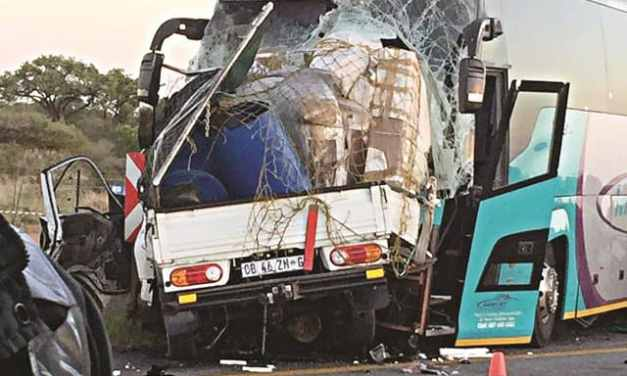 Picture: Intercity bus accident kills Zimbabwe driver in South Africa