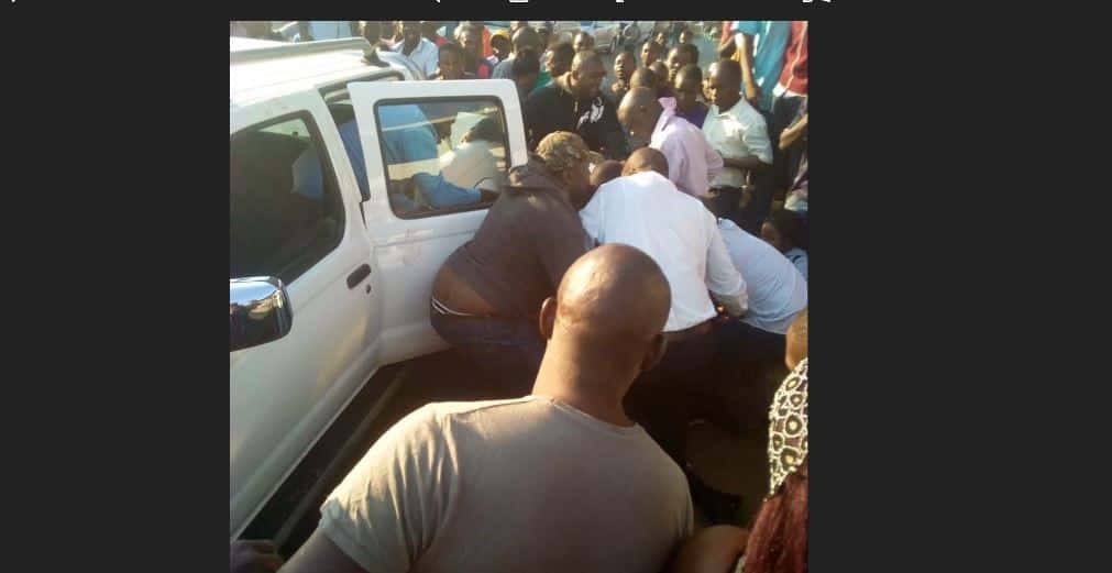 BREAKING News: Tendai Biti arrested at Zambia border..Latest Pictures | ZWNEWS | Zim Latest News