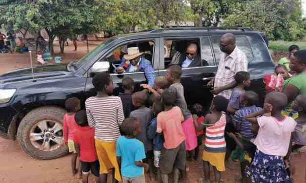 Whats wrong with these pictures: President Chiwenga driven around by Mnangagwa?