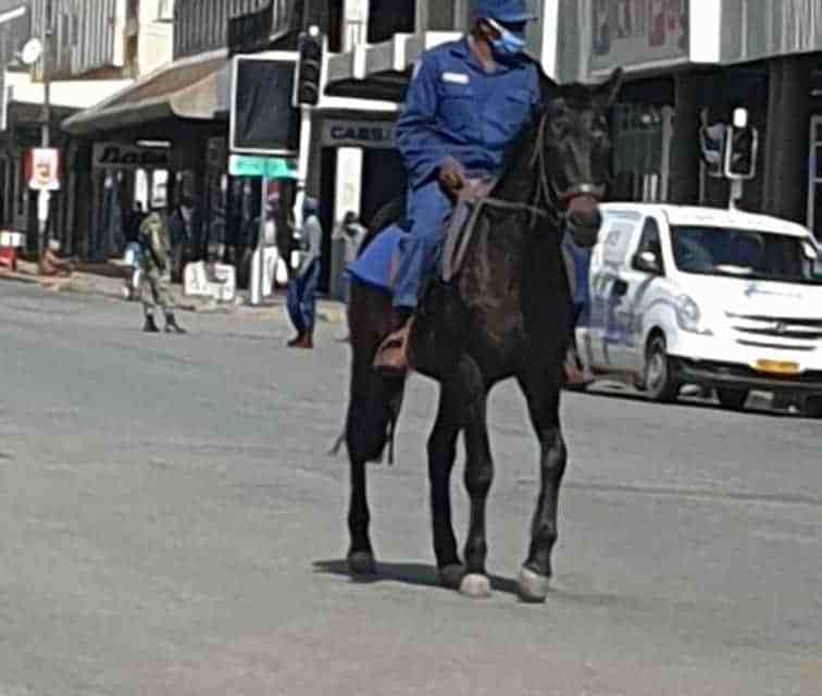 Police Seal Gweru: Noone allowed in CBD… PICTURES