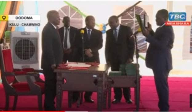 FRANCIS KUMBA NDULANE: Magufuli fires Tanzania Minister on the spot for struggling to read oath of office..VIDEO