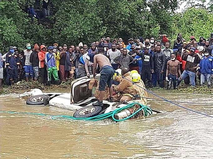 LATEST PICTURES: Toyota Hilux, 2 Bodies Recovered in Gweru…Car swept off  flooded bridge on Gweru river